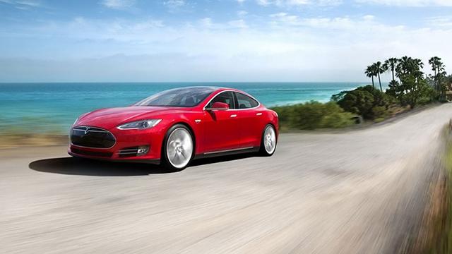 """Lại thêm một chiếc """"xe an toàn nhất thế giới"""" tự động bốc cháy"""